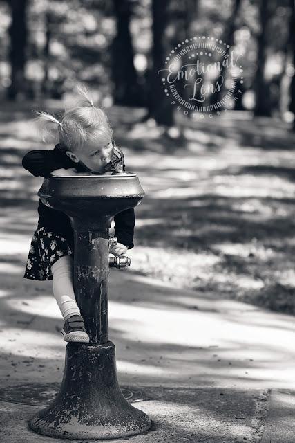 http://www.emotionallensphoto.com/